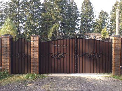 Кованые ворота с профнастилом П-02